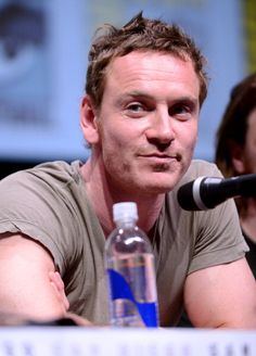 I feel like I'm going through Fassy withdrawal due to no new pics or interviews.  There were just a few shots from Slow West weeks ago.  Where is he?!?!?!  So I'm just gonna look at this old favorite all night.