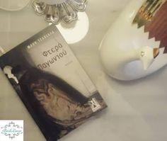 """Σε μερικά βιβλία κρύβεται τόσος πόνος ...σαν να έχουν γραφτεί για να εξαγνίσουν ό,τι μας τρώει την ψυχή. Τα """"Φτερά παγωνιού"""" είναι από αυτά τα βιβλία. Μία νουβέλα της Μάχης Τζαβέλλα από τις εκδόσεις Γκοβόστη."""