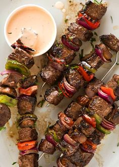 Beef Kabobs Colourful and juicy, these Beef Kabobs are made using marinated steak pieces to infuse with extra flavour and tenderise!Colourful and juicy, these Beef Kabobs are made using marinated steak pieces to infuse with extra flavour and tenderise! Marinated Beef Kabobs, Beef Skewers, Beef Kabobs In Oven, Kebabs On The Grill, Grilled Beef, Zoes Kitchen Steak Kabobs Recipe, Beef Marinade For Kabobs, Meat Rubs, Carne Asada