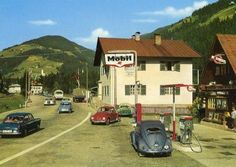 Old Mobil Station Vintage Gas Pumps, Vw Vintage, Old School Pictures, Pompe A Essence, Old Garage, Old Gas Stations, Car Volkswagen, Filling Station, Import Cars