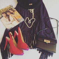 Voilà une cape à franges que j'ai achetée à Milan chez @zuiki_italia avec des chaussures à talon haut rouge de la marque catwalk et un sac noir qui date de la jeunesse de ma maman. Il a bien vécu celui là :) qu'en pensez vous?  ____________________________________ #mode #accessoire #accessoires #shoes #highheels #purselover #outfit #fashionblogger #fashion #instafashion #fashiongram #magazine #zuiki Everyday Fashion, Instagram Posts, Polyvore, Fashion Trends, Magazine, Image, Italia, Red High Heels, Shoes High Heels