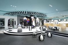 """Key to style by Nendo for Seibu department store """"key to style"""" is the women's fashion floor within the main building of the Seibu Shibuya department store. It is connected Nendo Design, H Design, Design Blog, Store Design, Commercial Design, Commercial Interiors, Visual Merchandising, Japanese Store, Retail Interior"""