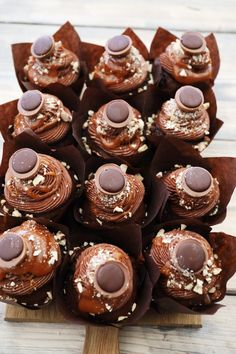 Chocolate cupcakes with Toffifee – Frederikke Wærens Nutella Ganache, Nutella Cupcakes, Mocha Cupcakes, Banana Cupcakes, Easter Cupcakes, Gourmet Cupcakes, Strawberry Cupcakes, Flower Cupcakes, Velvet Cupcakes
