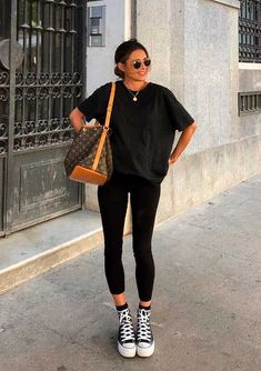 Looks estilosos com legging preta - Source by x_merle_x - with leggings summer Casual Work Outfits, Mode Outfits, Trendy Outfits, Fashion Outfits, Tumblr Outfits, School Outfits, Girl Outfits, Grunge Outfits, Fashion Styles