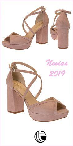 033f1320 #zapatosdenovia en color rosa nude de la firma DORIANI. tacón ancho en  forma bloque con plataforma en la suela para que cada paso sea cómodo y  seguro.