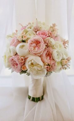 12 Stunning Wedding Bouquets - 33rd Edition