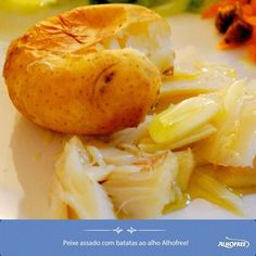 Peixe assado com batatas ao alho