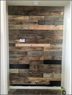 Pallet Outdoor Furniture A collection of 122 free DIY pallet projects and ideas with detailed tutorials for indoor or outdoor furnitures and garden that you can build now. Unique Home Decor, Home Decor Items, Diy Home Decor, Wooden Pallet Projects, Wooden Pallets, Pallet Ideas, Pallet Benches, Pallet Bar, 1001 Pallets