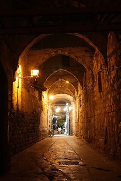 Beautiful old street in Damascus! Syria Before And After, Islamic City, Amazing Places On Earth, Old Street, Mountain Homes, World Cities, Architecture Old, Old City, Old Town