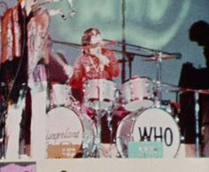 The Rolling Stones In the mid sixties, the graphic of op-art and colours of pop-art connected into the expression of mind situation. Monterey Pop Festival, Boomer Generation, Psychedelic Pattern, Music Writing, Beatnik, Pop Bands, Woodstock, Pop Music, Rolling Stones