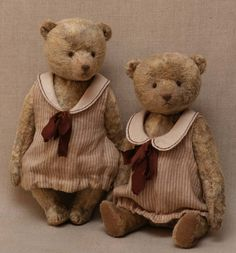 Two #teddy #bears from Hypatia. Vintage, retro.