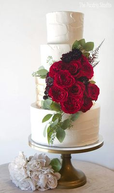 Searching for a luxury wedding cake? This Luxury wedding cake by The Pastry Studio.The Pastry Studio offers a boutique for custom cakes and awesome cupcakes and top layer and more. Luxury Wedding Cake, Elegant Wedding Cakes, Cool Wedding Cakes, Elegant Cakes, Beautiful Wedding Cakes, Wedding Cake Designs, Beautiful Cakes, Amazing Cakes, Gold Wedding