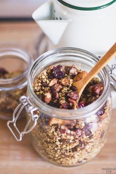 Buckwheat granola with cranberries, apples, flax seeds and nuts. Sprinkled with orange jucie, beet syrup and cinnamon. Granola, Buckwheat, Winter Food, Beets, Acai Bowl, Cake Recipes, Paleo, Brunch, Vegan