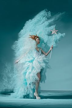 Christmas Powder by Ana-Maria Nedelea, via Behance aqua turquoise fairy tulle petticoat special effect photo coloured powder Snow Queen, Ice Queen, Dark Queen, Fashion Fotografie, Foto Fantasy, Foto Fashion, Tiffany Blue, Shades Of Blue, Fairy Tales