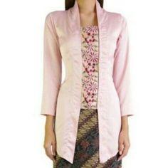 Kutubaru unik Batik Kebaya, Batik Dress, 1930s Fashion, Fashion Sewing, Traditional Fashion, Traditional Outfits, Kebaya Encim Modern, Blouse Styles, Blouse Designs