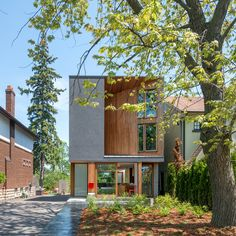 """Williamson Chong Architects adds """"carved"""" facade to Toronto family home"""
