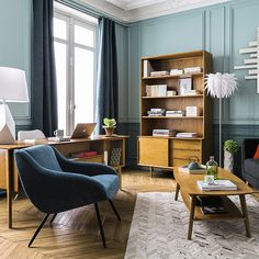 Let yourself be inspired by our vintage style ambiances and take your pick from the Maisons du Monde furniture and home accessories tailored to your tastes: sofas, lighting, wall art, decorating ideas and more. Masculine Living Rooms, Tiny Furniture, Contemporary Interior Design, Living Room Colors, Interior Exterior, Apartment Living, Interior Inspiration, Interior Decorating, Home Decor