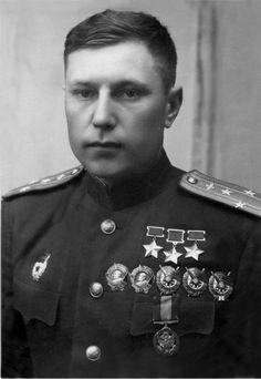 Трижды Герой Советского Союза гвардии полковник Александр Иванович Покрышкин