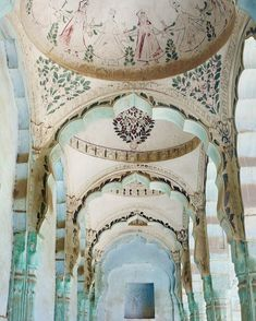 Via : The lost frescos of Rajasthan ☄✨💕The Char Chowk ki Haveli Laxmangarh is one of the largest havelis in the Shekhawati region. Formerly owned by the Ganeriwal clan, a family of bankers and moneylenders, it now sits abandoned. Indian Architecture, Historical Architecture, Beautiful Architecture, Architecture Design, Jaipur, Rajasthan India, Fresco, India Tour, Exotic Places