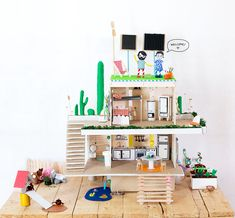 Our Favorite Recycled Crafts for Kids ⋆ Handmade Charlotte Crafts For Teens, Projects For Kids, Diy For Kids, Craft Projects, Summer Crafts, Fun Crafts, Diy And Crafts Sewing, Eco Friendly House, Diy Dollhouse