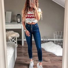 10 slim and fit jeans you must have Casual School Outfits, Teenage Outfits, Cute Comfy Outfits, Cute Casual Outfits, Teen Fashion Outfits, Basic Outfits, Cute Summer Outfits, Simple Outfits, Outfits For Teens