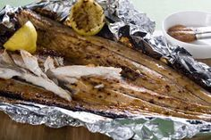 Frugal Food Items - How To Prepare Dinner And Luxuriate In Delightful Meals Without Having Shelling Out A Fortune Snoek Fish Prepared On A Grill On Wood Coals. Present With Sweet Potato Cooked In Foil Directly On The Coals. Braai Recipes, Barbecue Recipes, Fish Recipes, Seafood Recipes, Cooking Recipes, Recipies, South African Dishes, South African Recipes, Kos