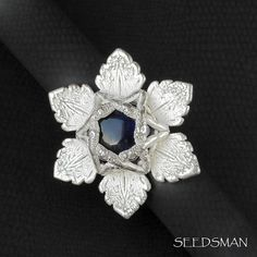 Gorgeous silver ring! I love how silver and dark blue colors combine! #silverjewelry #silverring #magendavid