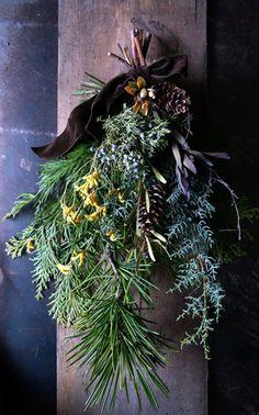 花巻のBaan Gaja さんで本日から開催される「冬のおくりもの展」にむけてリースやスワッグ、ジャム瓶アレンジなどを納品しました。納品したものを一部ご紹... Nature Crafts, Fall Crafts, Diy And Crafts, Dried Flower Wreaths, Dry Flowers, Xmas Decorations, Handmade Christmas, Flower Arrangements, Christmas Wreaths