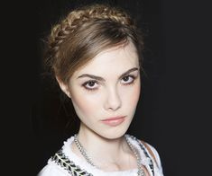 love the brown liner, peachy pink lip, and natural flush. Great natural makeup with a light touch.