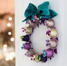 Festive crafts with Nespresso capsules Elegant Christmas, Noel Christmas, Christmas Wreaths, Christmas 2019, Festive Crafts, Xmas Crafts, K Cup Crafts, Diy And Crafts, Seashell Projects
