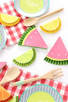 DIY Summer Fruity Paper Medallions DIY Paper Lanterns Paper lanterns come in diverse sizes and style Summer Party Decorations, Diy Party Decorations, Paper Decorations, Summer Crafts, Diy And Crafts, Crafts For Kids, Paper Rosettes, Paper Flowers, Diy Paper