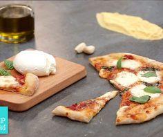 Βασική ζύµη για πίτσα Savory Muffins, Calzone, Food Categories, Pizza Dough, Feta, Camembert Cheese, Food And Drink, Appetizers, Homemade