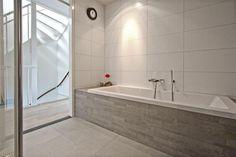 bad met mozaiek - Google zoeken Bathroom, Bathtub, Alcove Bathtub, Alcove