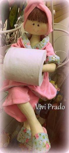 Boa noite,  Boneca porta papel higiênico com molde.  Eu ainda não fiz, mas vou fazer!     Ola amigas, atendendo a muitas de vocês pedindo  o...