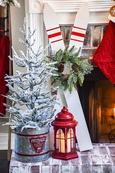 DIY Ski decor made from fence pickets - 5 Christmas Porch, Christmas Mantels, Christmas Signs, Rustic Christmas, Christmas Projects, Holiday Crafts, Christmas Holidays, Christmas Ideas, Merry Christmas