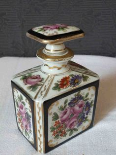 Antique Perfume Bottles, Beautiful Perfume, Fine Furniture, Trinket Boxes, Decorative Boxes, Fragrance, Vase, Home Decor, Sweet Dreams