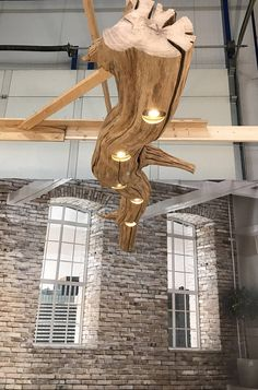 Plafondlamp met Led spots in oude Eikenhouten tak van 176 cm.