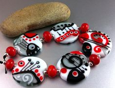 Happy - Handmade Lampwork Glass Bead Set by Anne Schelling, SRA on Etsy♥ Beads Pictures, Lampworking, Glass Beads, Fused Glass, Venetian Glass, Lampwork Beads, How To Make Beads, Bead Art, Beaded Jewelry