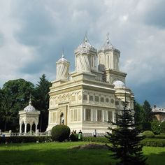 One of the most beautiful landmarks Romania has to offer. A must see!  #Romania #Europe #church #travel #landmark #architecture #traveler #instatravel #travelgram #ILoveToTravel #nice #amazing #great #beautiful #awesome #monastery #wanderlust #discover #passportready #cloudy #light