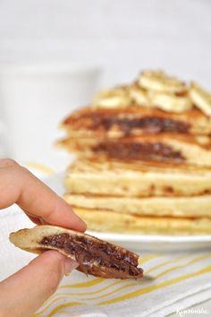 Pancakes με κρυφή γέμιση πραλίνας φουντουκιού / Nutella stuffed pancakes Nutella Pancakes, Banana Pancakes, Waffles, Breakfast Time, Chocolate Cake, Sweet Tooth, Brunch, Yummy Food, Sweets