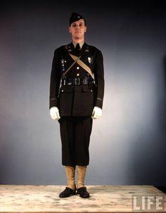 US Army officer (1st Lieutenant) in regulation field uniform
