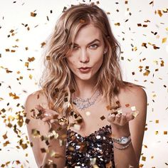 Add sparkle to your holiday season with Karlie Kloss' favourite pieces from Swarovski's new holiday collection. Karlie Kloss Style, Book 15 Anos, Most Beautiful Models, Celebs, Celebrities, Editorial Photography, Photography Magazine, Girl Crushes, Happy New Year