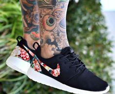 Nike shoes Nike roshe Nike Air Max Nike free run Nike USD. Nike Nike Nike love love love~~~want want want! Nike Shoes Cheap, Nike Free Shoes, Nike Shoes Outlet, Running Shoes Nike, Cheap Nike, Nike Free Runners, Nike Outfits, Store Nike, Floral Nikes