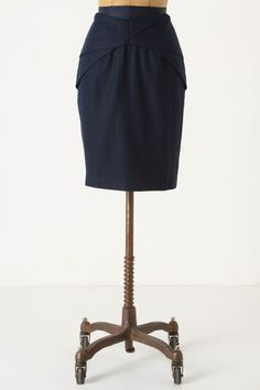 df85d7f9b523f Neat detailing on a navy pencil skirt Fashion Trends