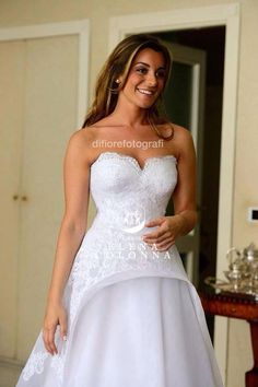 Lo stile classico e moderno si fondono nei tagli esclusivi degli abiti da sposa di Elena Colonna