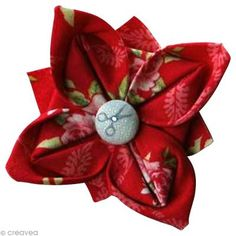 ribbon flowers tutorials how to make * ribbon flowers tutorials Felt Flowers, Diy Flowers, Fabric Flowers, Flower Ideas, Coin Couture, Couture Sewing, Fleurs Kanzashi, Quilted Christmas Ornaments, Ribbon Flower Tutorial