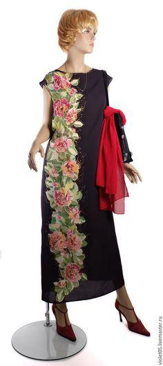 Купить или заказать 'Вертикаль  - 48-50р - платье,  ручная роспись батик в интернет-магазине на Ярмарке Мастеров. Деловое платье для элегантной леди и всех любительниц неожиданного. Вертикальная вязь пионов превратила повседневное привычное плате-футляр в экстравагантный. но не потерявшей пикантной сдержанности наряд. Эффектное, стильное и , одновременно, очень нежное платье. Почти чопорный ворот нежно открывает ключицы, вертикальный рисунок гармоничен и строг.