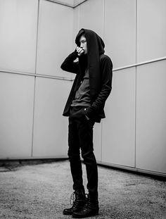 pradur / androgynous dystopian fashion / all black / urban wasteland / post apocalyptic inspiration / sci fi