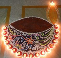 Making Rangoli designs at your house during any event is what everyone tries to achieve. Here are 75 simple rangoli designs for 2020 that are easy to make and will look the best with minimal efforts. Happy Diwali Rangoli, Easy Rangoli Designs Diwali, Rangoli Designs Flower, Free Hand Rangoli Design, Small Rangoli Design, Rangoli Patterns, Colorful Rangoli Designs, Diwali Craft, Rangoli Ideas