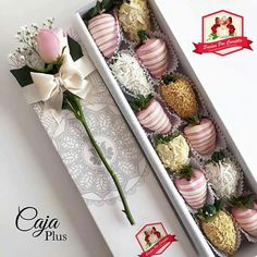 Chocolate Gifts, Chocolate Desserts, Strawberry Box, Strawberry Recipes, Food Bouquet, Chocolate Dipped Strawberries, Chocolate Bouquet, Edible Arrangements, Gourmet Gifts